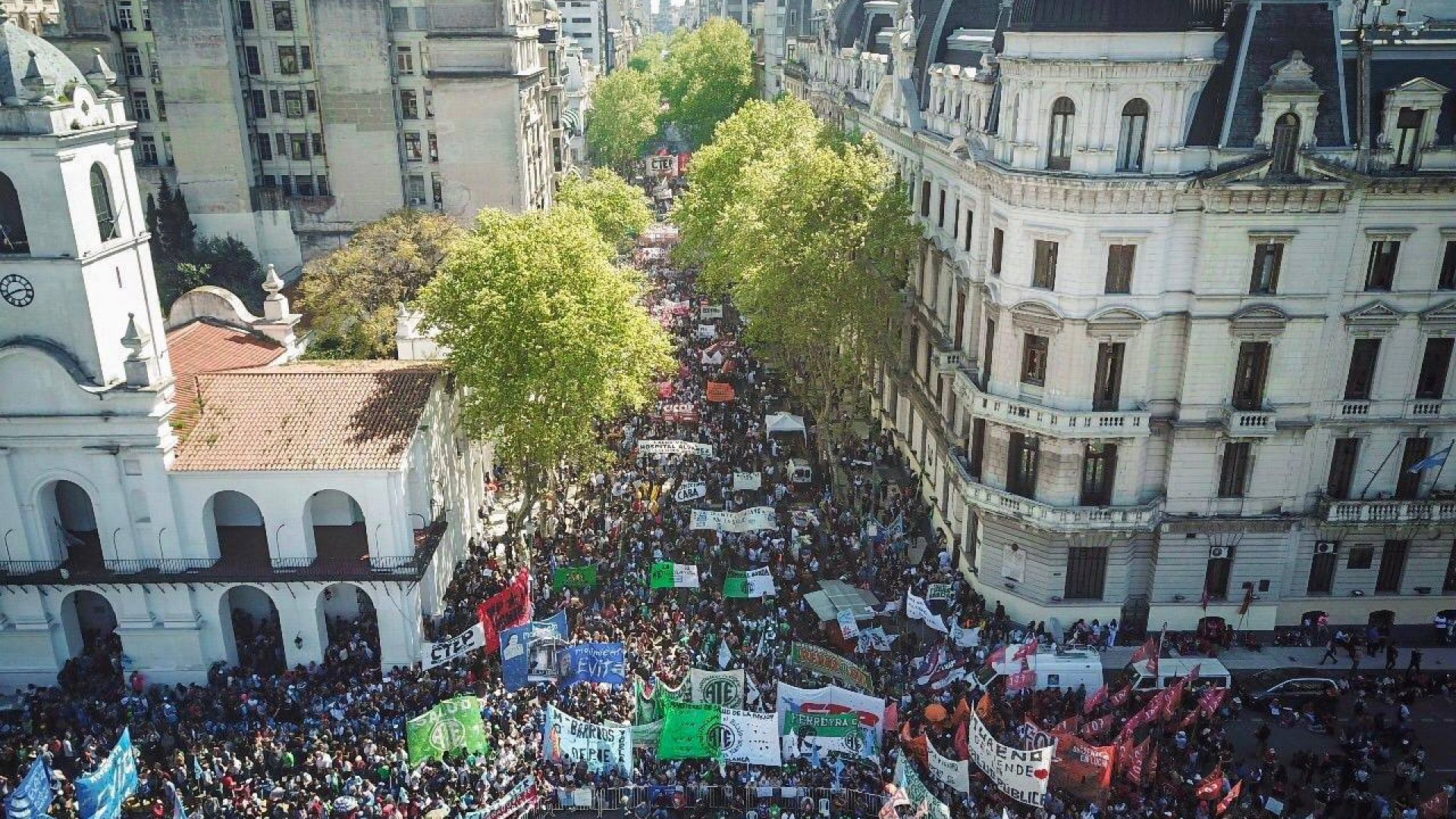 Multitudinaria Marcha Federal en Defensa de la Salud Pública